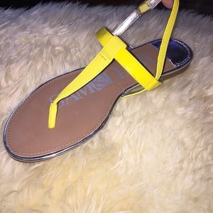 SAM & LIBBY yellow sandals!!
